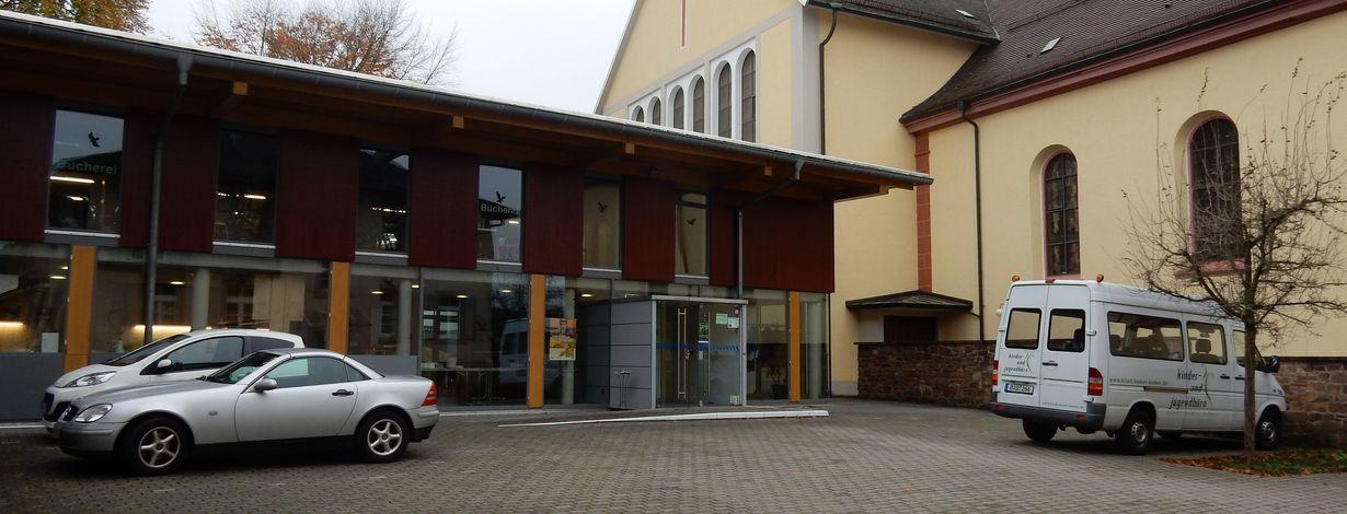 Bildungsforum Baden-Baden. Pfarrsaal kath. Kirchengemeinde Haueneberstein. Bildquelle: Bildungsbüro Baden-Baden / bildungsregion-baden-baden.de